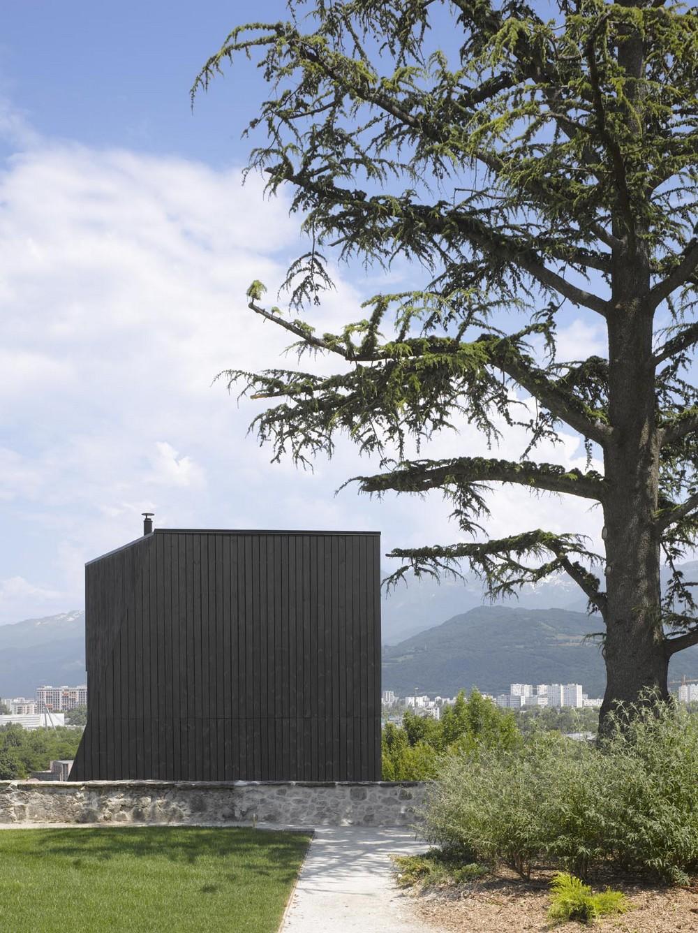 Частный дом-крепость во Франции