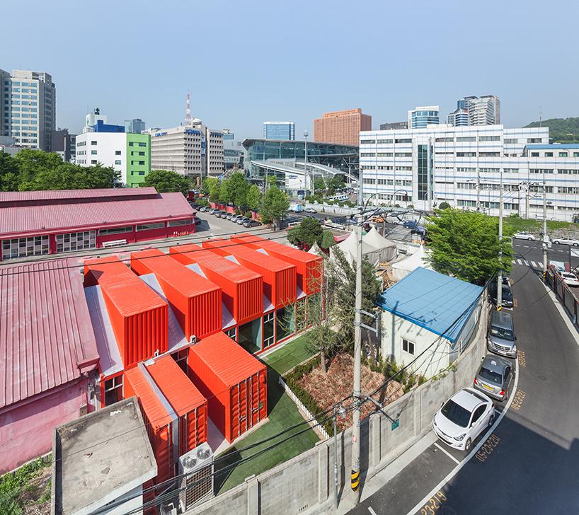 Помещения из контейнеров для театра в Корее