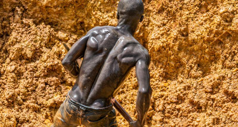 Нелегальная добыча золота в подпольных шахтах Ганы