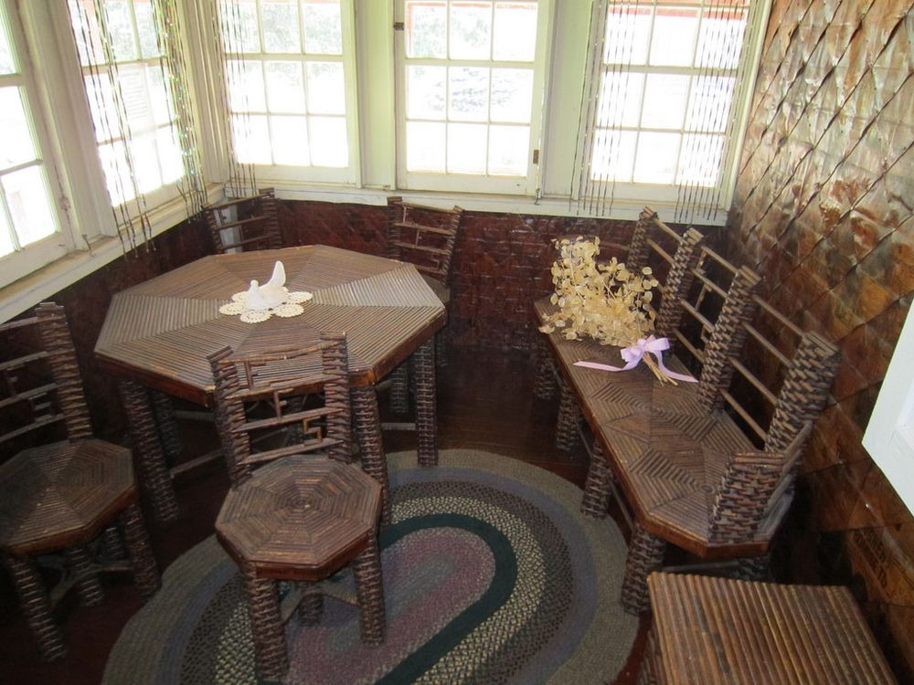 Дом, где все сделано из газет: стены, мебель и даже занавески