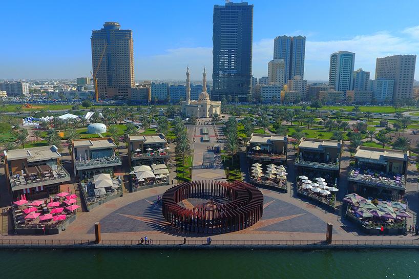 Инсталляция в виде спиральных арок в Эмиратах