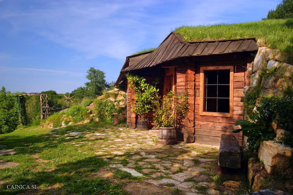 Сказочный домик в саду