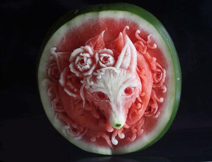 Высокохудожественная резьба по ягодам и овощам