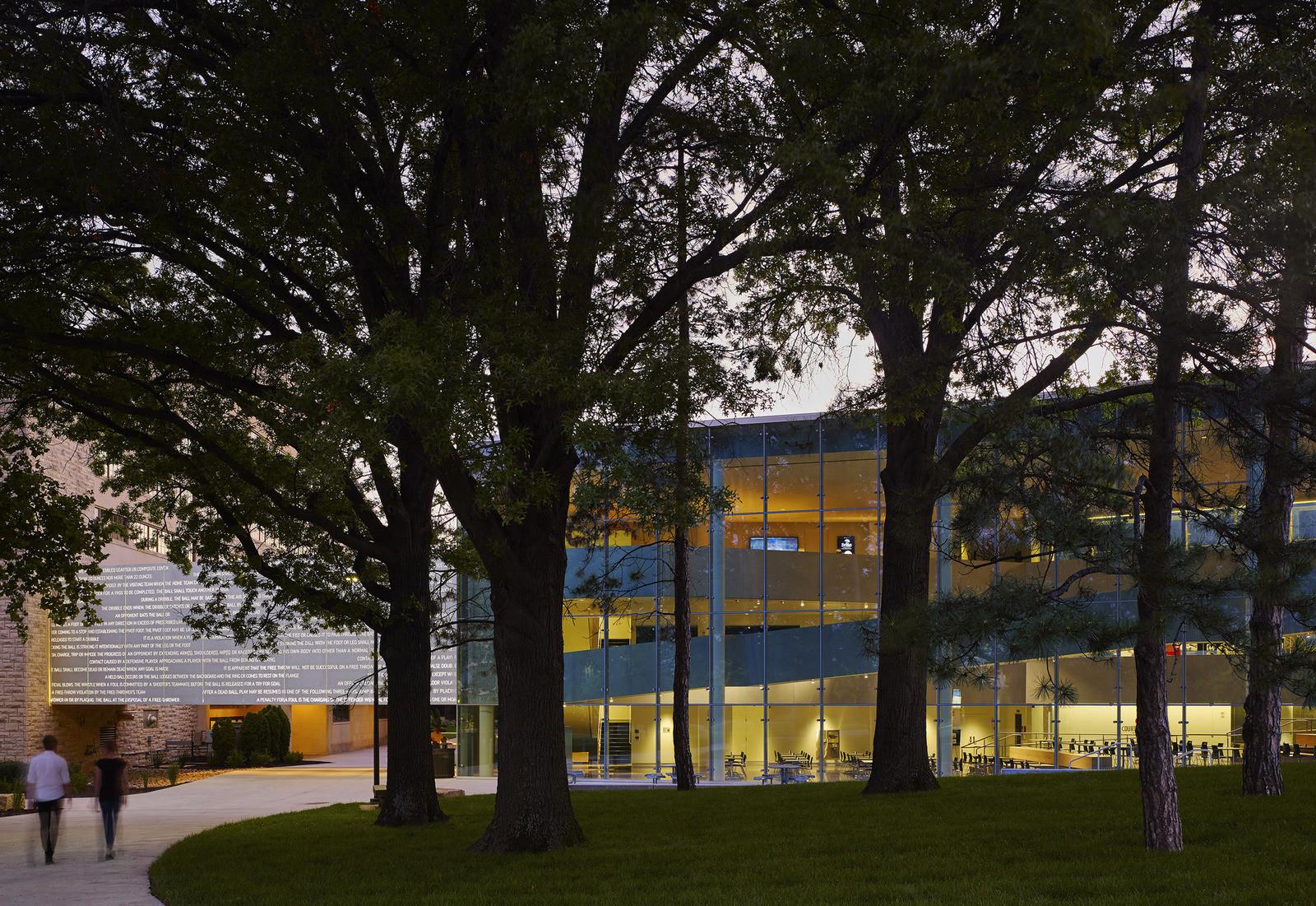 ДеБрюс-Центр Университета штата Канзас