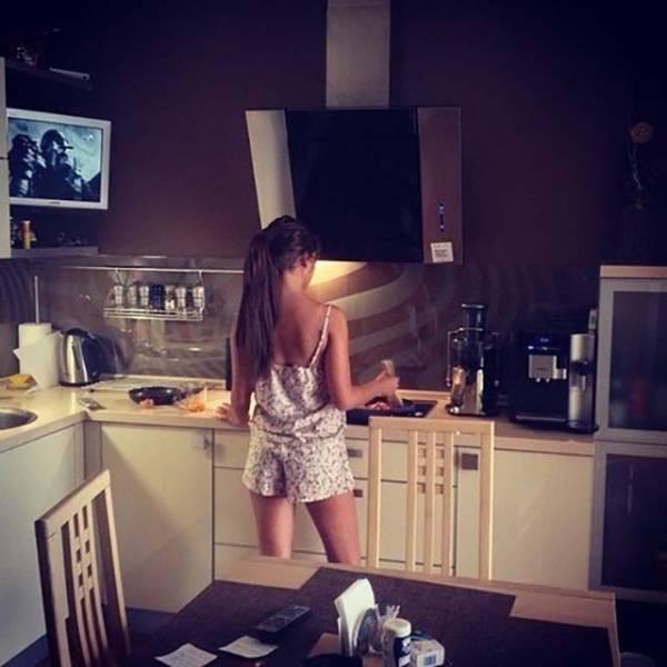 Девушки у плиты на аву