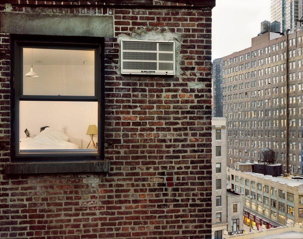 Гейл Алберт-Халабан заглянула в окна жителей Парижа и Нью-Йорка