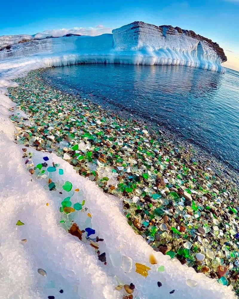 Стеклянный пляж из бывшей стеклотары