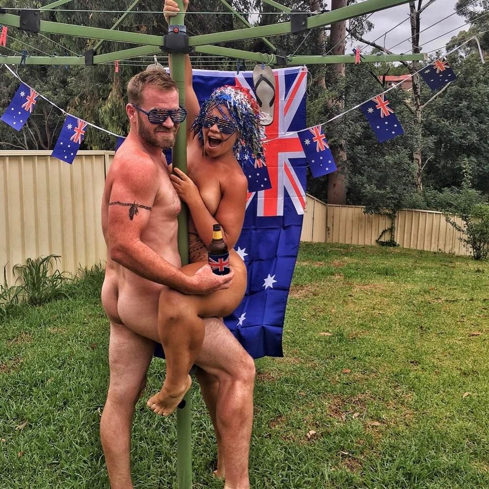 Get Naked Australia: голые австралийцы на фоне природы
