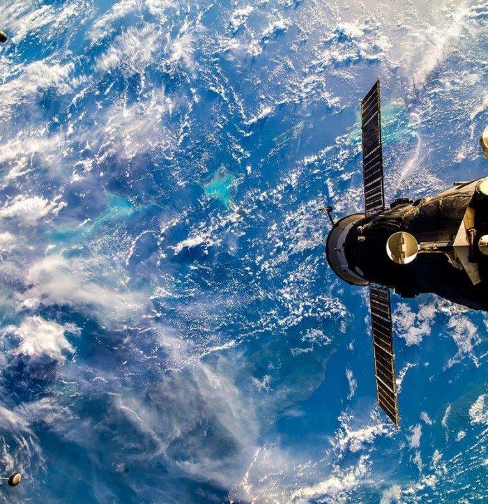 Земля в иллюминаторе: Instagram российских космонавтов