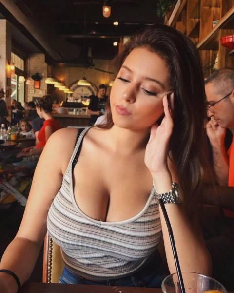 Красивые девушки с большим бюстом