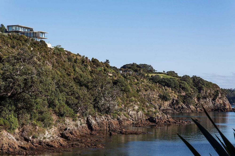 Роскошный особняк на краю скалистой бухты в Новой Зеландии