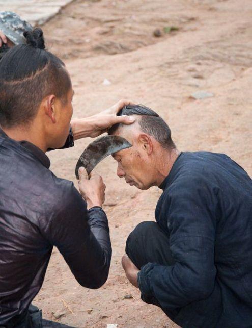 Стрижка серпом в китайской деревне