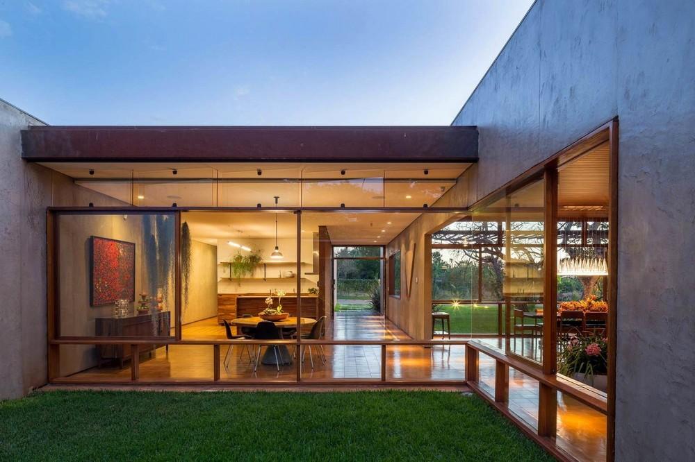 Просторный дом в бразильской саванне