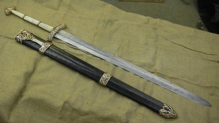 Самое сильное легендарное оружие из мифов