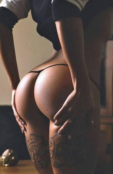 Красивые девушки демонстрируют попки