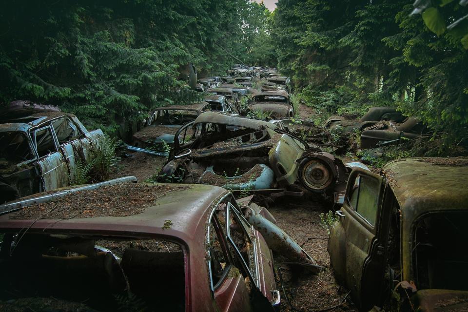 Редкие заброшенные автомобили, гниющие на просторах Европы
