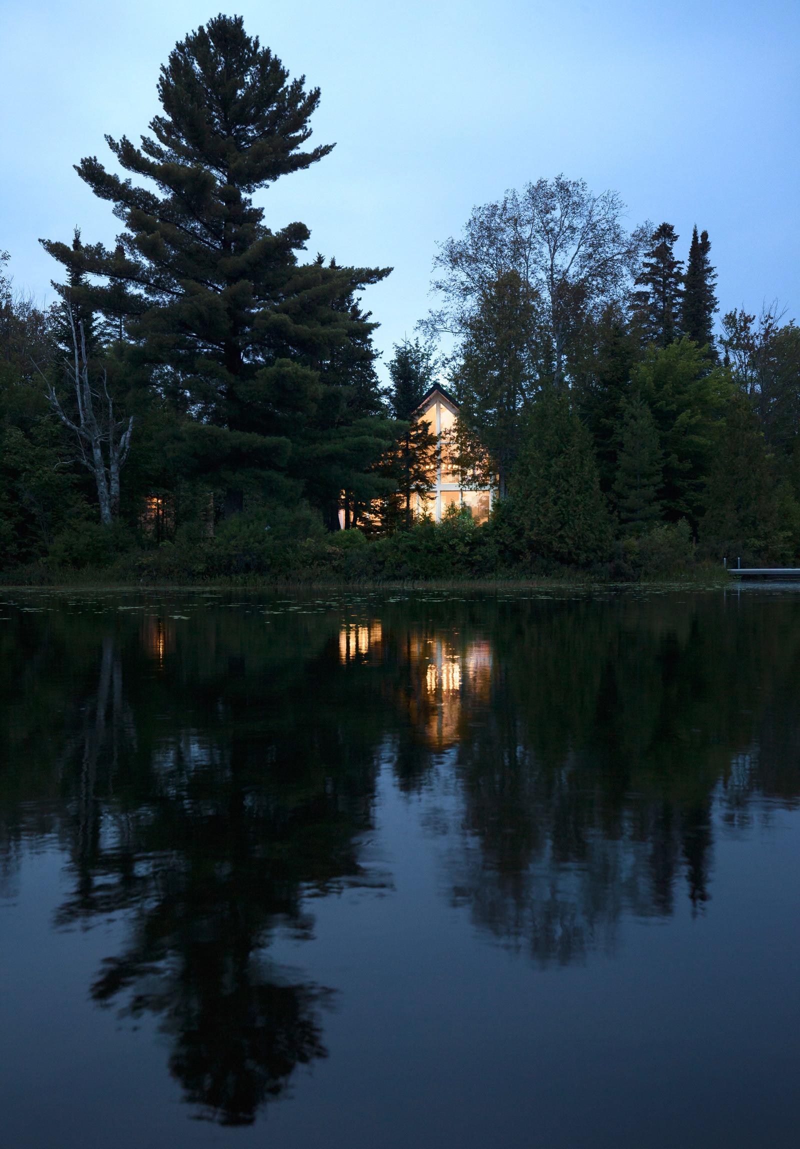 Шале на берегу озера в Канаде