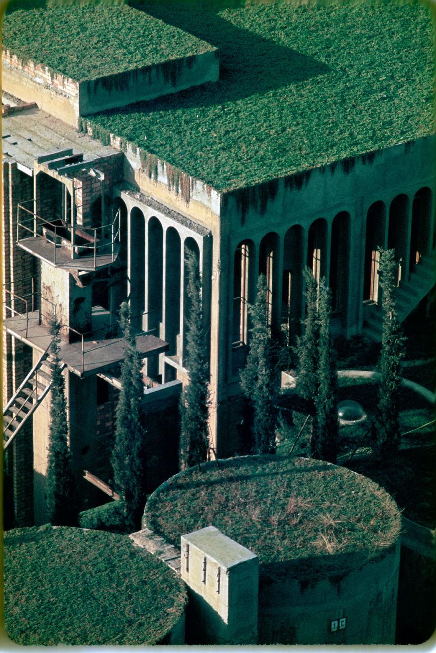 Старый цементный завод превратили в настоящую виллу