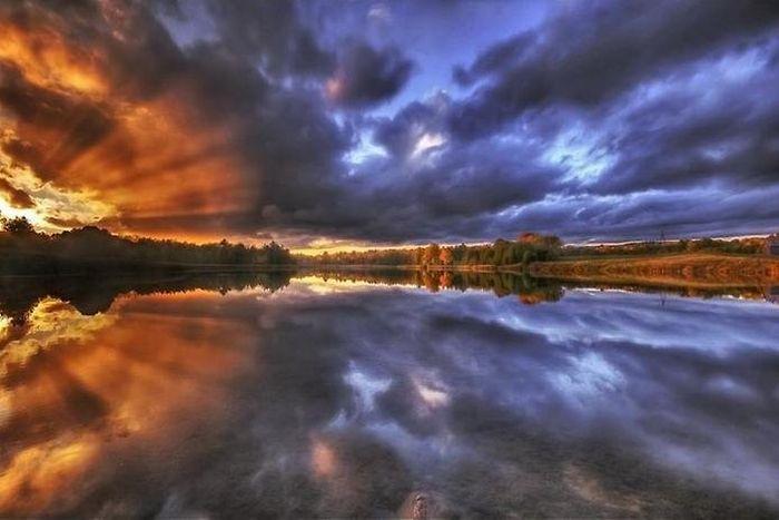 Зеркальные отражения в воде
