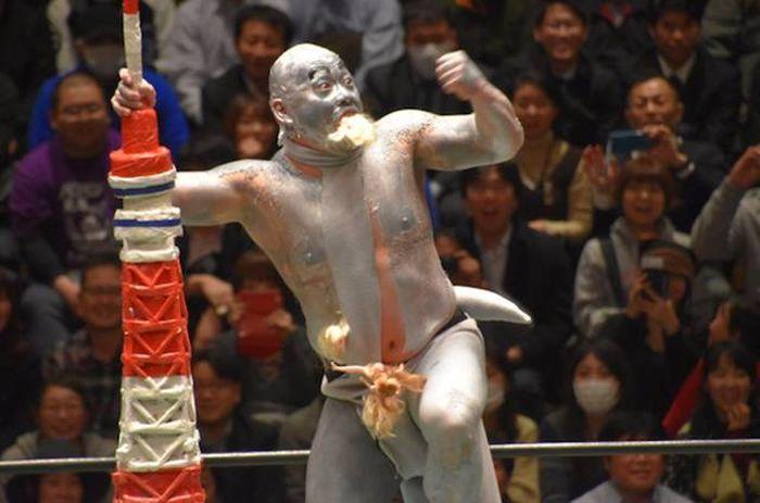 Суровый японский реслинг