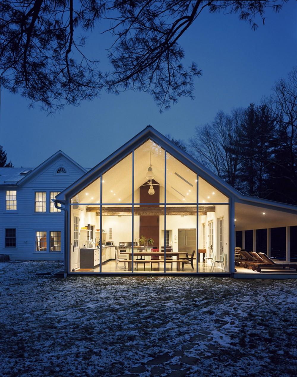 Фермерский домик на берегу озера в США