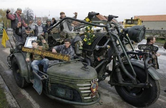 Немцы построили тяжелый мотоцикл с двигателем от танка