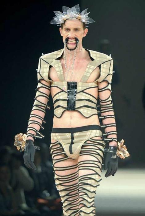 Новинки мужской моды: модельеры издеваются над мужчинами