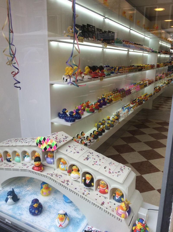 Специализированный магазин резиновых уточек в Венеции
