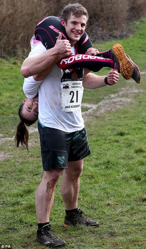 Чемпионат по переноске жен в Великобритании