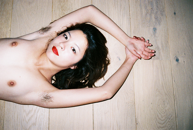 Провокационные снимки Ren Hang