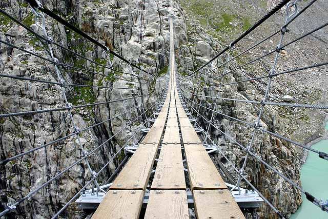 Самые экстремальные и угрожающие мосты в мире