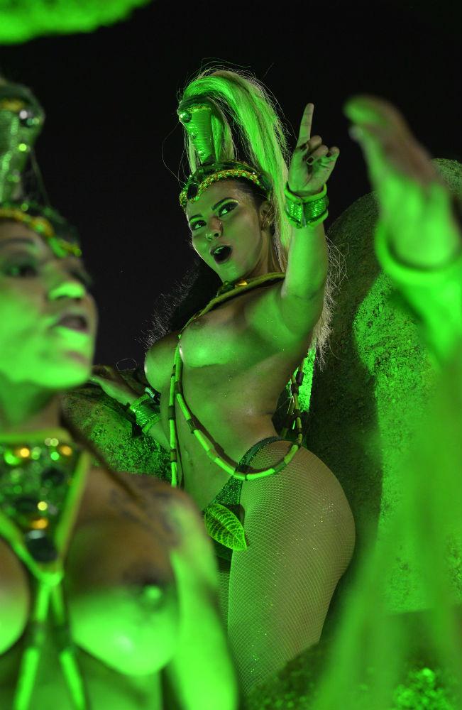 Яркие моменты карнавала в Бразилии 2017