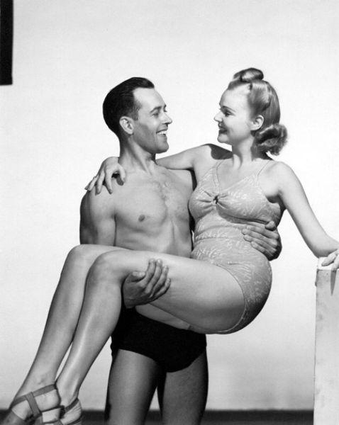 Горячие купальники на снимках из прошлого