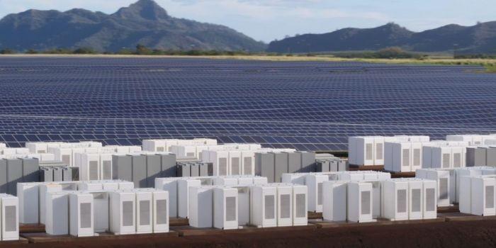 Tesla построила комплекс, который обеспечит солнечной электроэнергией остров