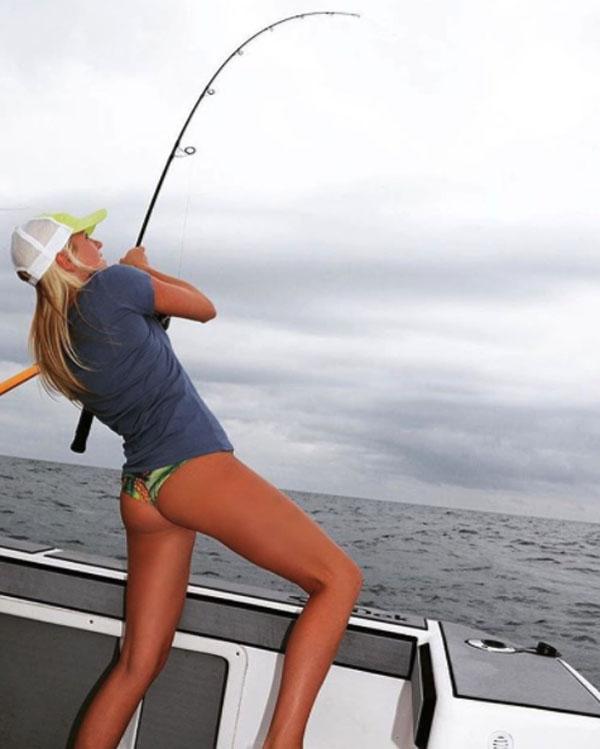 Красивые девушки на рыбалке