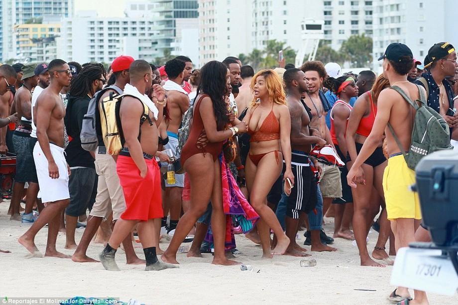 Как проходят дикие вечеринки студентов в Майами