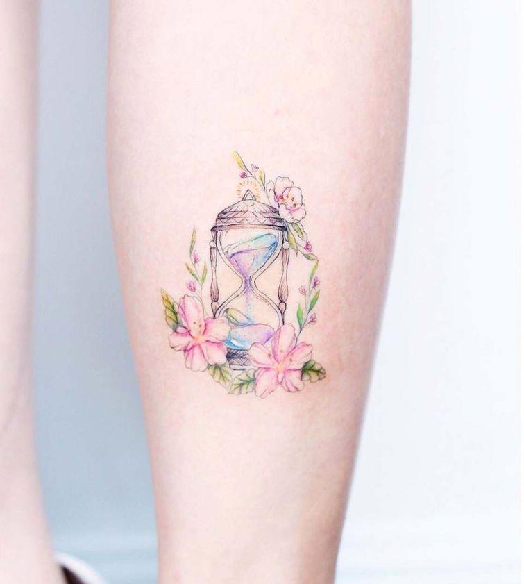 Нежные татуировки пастельных цветов, украшающие тела девушек