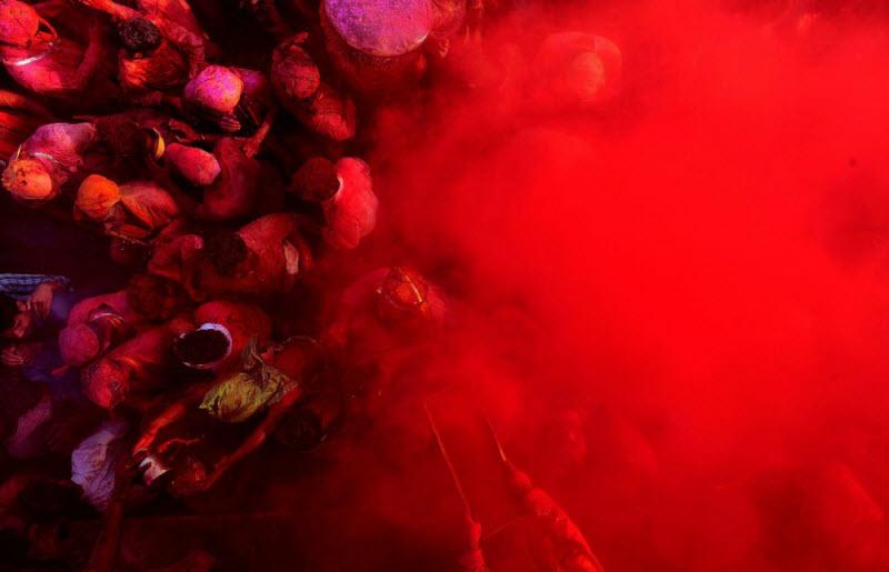 Праздник Холи отыгрывается за все серые будни планеты