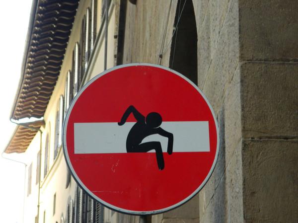 Прикольные дорожные знаки во Флоренции