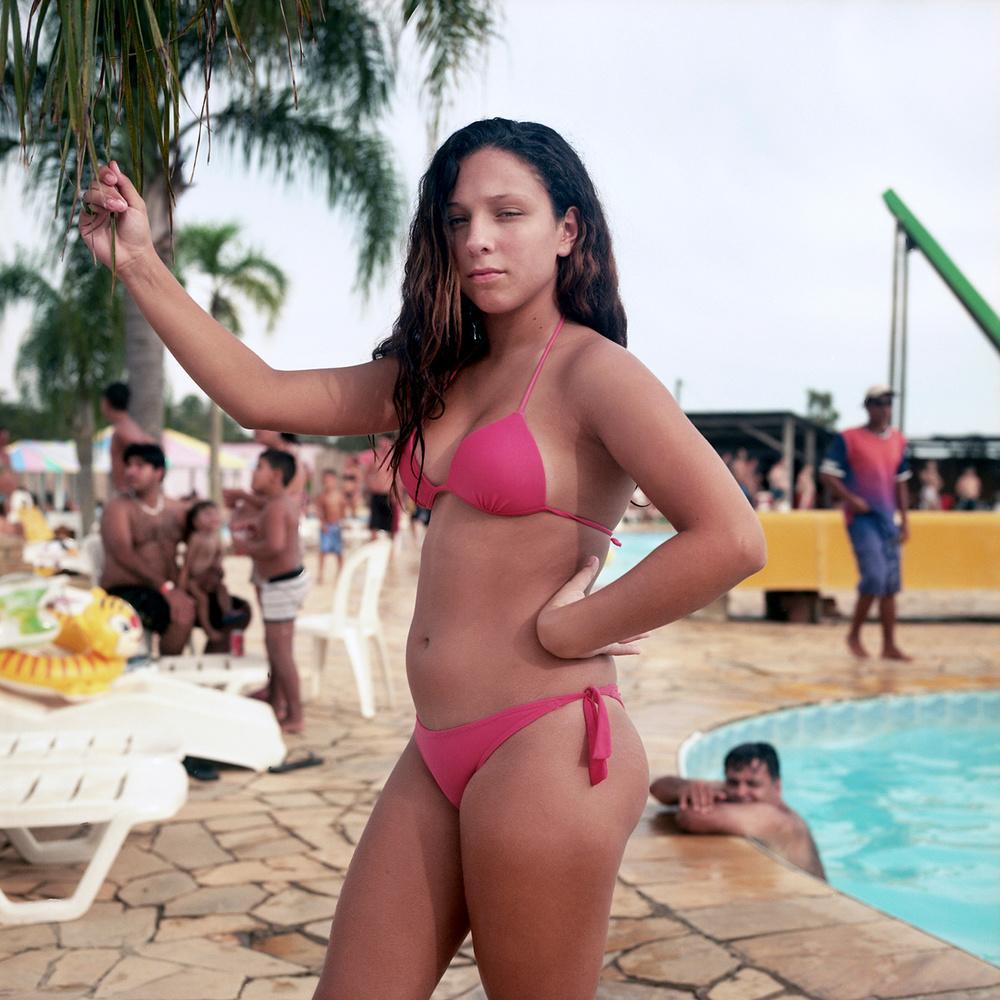 Люди в аквапарках Бразилии