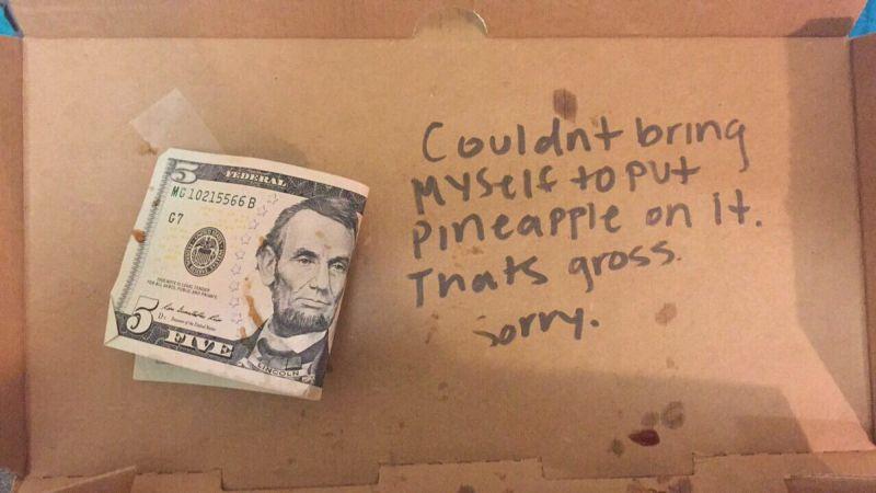 Студентка без чувства вкуса заказала пиццу с ананасом