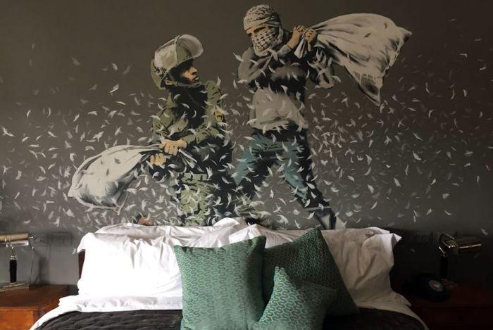 Уличный художник Бэнкси открыл гостиницу в Вифлееме