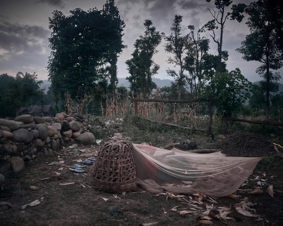 Виновна по признаку пола: куда отправляют девушек на время менструации в Непале