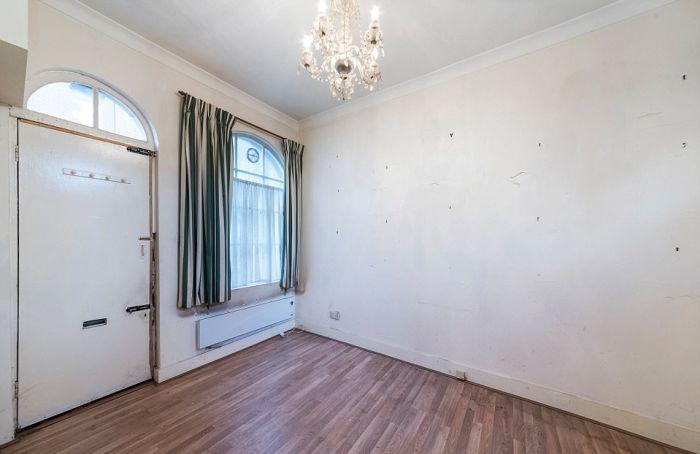 Маленький дом в Лондоне продали за 700 000 фунтов стерлингов