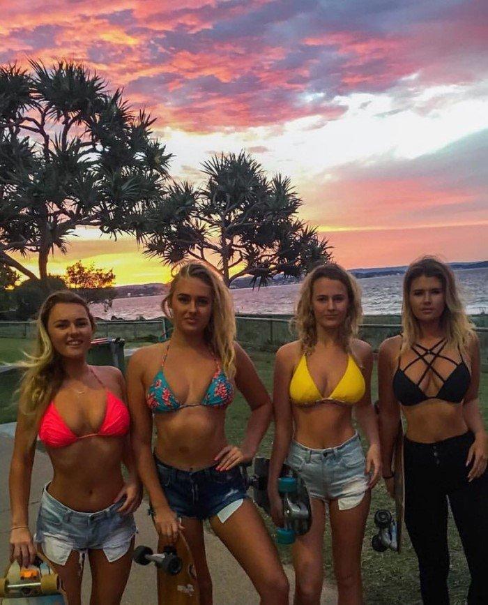 Пышногрудая серфингистка покоряет Instagram