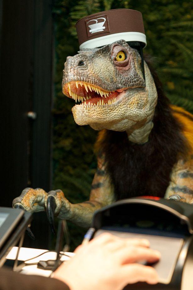 В Токио открылся отель с роботами-динозаврами в качестве персонала