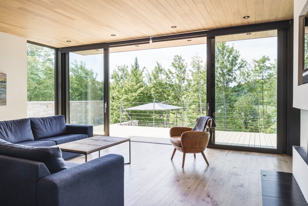 Семейный дом у лесного озера в Канаде