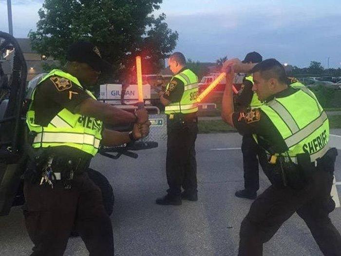 Добрые и веселые полицейские