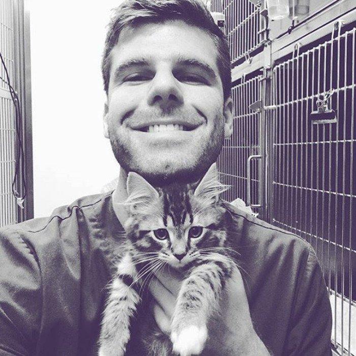 Горячие парни с котятами из Instagram