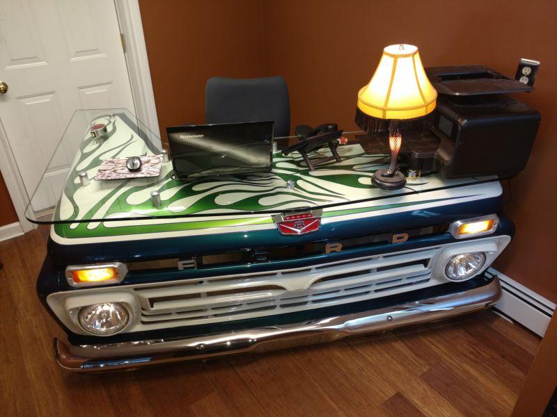 Креативный офисный стол из старого пикапа